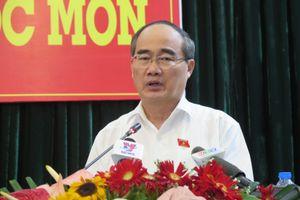 Tháng 12, Bộ Chính trị quyết định kỷ luật ông Tất Thành Cang