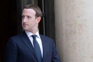 Facebook mất 200 tỉ USD vốn hóa, Mark Zuckerberg nặng gánh áp lực