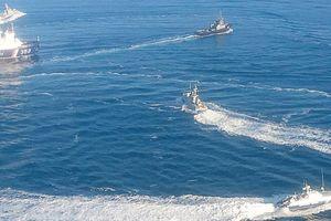FSB: Tàu Ukraine 'đã chuẩn bị sẵn sàng' pháo và 'chĩa thẳng' vào tàu Nga