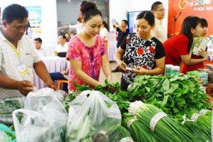 Giá thực phẩm tươi sống tăng mạnh sau bão Usagi