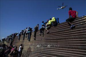 Hướng tiếp cận mềm và chính sách nhập cư cứng rắn