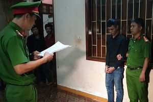 Bắt khẩn cấp ba thanh niên rút dao đâm người khác vì 'nhìn đểu'