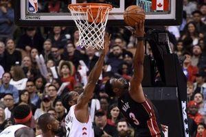 Dwyane Wade thi đấu bùng nổ, nhưng lội ngược dòng trên sân nhà Toronto Raptors là điều quá khó