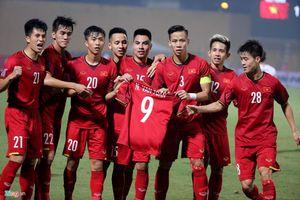 Thông tin bất ngờ về chấn thương của tiền vệ Văn Toàn