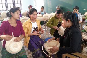 Người phụ nữ Vân Kiều thoát nghèo trên mảnh đất quê hương