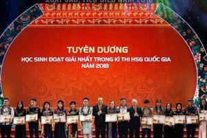 BAC A BANK và Quỹ Vì tầm vóc Việt trao học bổng cho 50 HS, SV DTTS