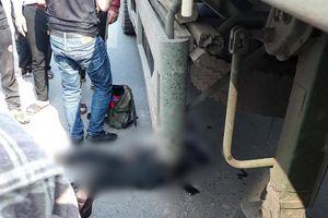 Hà Nội: Nam thanh niên 20 tuổi tử vong thương tâm sau va chạm với container