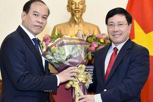 Phó Thủ tướng Phạm Bình Minh trao quyết định bổ nhiệm nhân sự