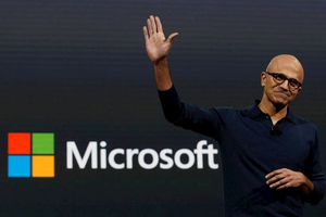 Apple sảy chân, Microsoft trở thành công ty giá trị nhất thế giới