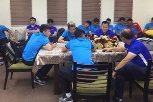 Tuyển Việt Nam gặp sự cố, chờ 4 tiếng mới được nhập cảnh Philippines
