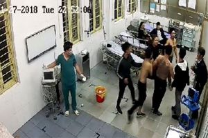 Nhóm côn đồ lao vào phòng cấp cứu hành hung bệnh nhân