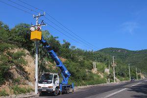 PC Khánh Hòa: Tập huấn thi công tháo, lắp kẹp đấu dây trên lưới điện trung áp