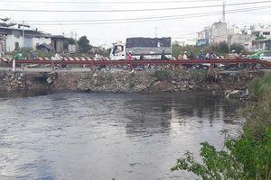 TP.HCM: Nam sinh viên trường ĐH Sài Gòn nghi bị nước cuốn trôi trong cơn bão số 9