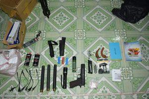 Xách dao và súng đi nói chuyện, chủ nợ bị bắn chết