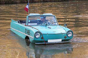 Xe lội nước Amphicar giá chỉ 237 triệu đồng cho mùa lũ