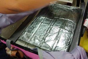 Người phụ nữ từ Dubai vận chuyển ma túy vào TP.HCM