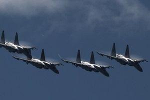 Rộ tin Nga triển khai 840 máy bay dọc biên giới Ukraine