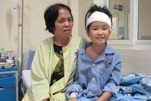 Ca mổ ngoạn mục cứu bé 10 tuổi bị u não trở về từ 'cửa tử'