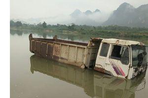 Ô tô lóp ngóp dưới lòng hồ, Thanh Hóa chỉ đạo khẩn
