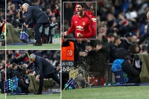 Mourinho đối diện án phạt nặng vì đập phá ngoài đường biên sau bàn thắng của Fellaini