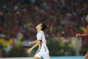 Bàn thắng 'hụt' của Văn Toàn là 1 trong 5 khoảnh khắc gây tranh cãi vòng bảng AFF Cup 2018