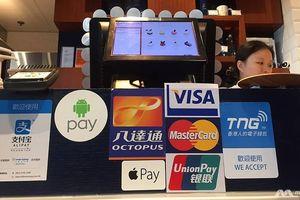 Người dân Singapore miễn cưỡng chấp nhận thanh toán không dùng tiền mặt