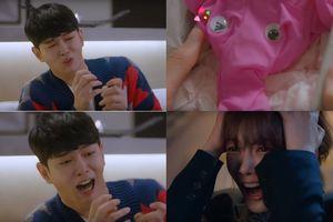 Yoon Kyun Sang choáng váng khi được Kim Yoo Jung tặng quần lót chú voi con màu hồng trong 'Clean With Passion For Now'