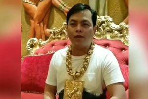 Đại gia Sài Gòn tiếp tục gây 'sốc' khi nâng trình đeo vòng vàng cỡ 'khủng' từ 8kg lên 13kg, khẳng định không dùng facebook