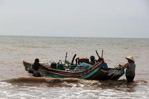 Thanh Hóa: Vợ chết, chồng mất tích khi đi đánh cá trên biển