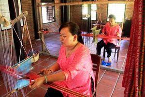 Hàn Quốc hỗ trợ Quảng Nam phát triển sản phẩm tơ lụa truyền thống