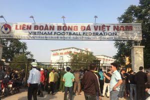Hà Nội: Hàng trăm người 'quây' VFF vì không mua được vé bán online