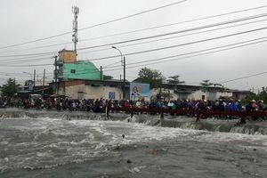 Nạn nhân bị nước cuốn mất tích trong mưa bão Sài Gòn là sinh viên đại học đi làm thêm