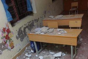 Hải Phòng: Ba học sinh nhập viện vì bị vữa trần nhà rơi trúng người