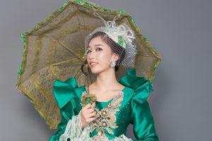 Stella Đào chọn trang phục dân tộc theo phong cách hoàng gia Anh