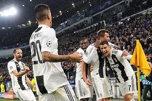 Ronaldo ghi dấu ấn, Juventus vượt qua vòng bảng Champions League
