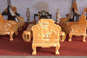 Cận cảnh bộ bàn ghế đúc từ 50 tấn ngọc Hoàng Long giá 8 tỷ đồng ở Hà Nội