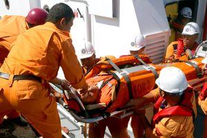 Cứu thuyền viên Philippines gặp nạn trên biển