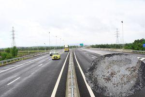 Ổ gà lại xuất hiện trên cao tốc Đà Nẵng - Quảng Ngãi