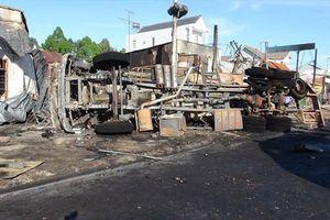 Khởi tố vụ án cháy xe bồn chở xăng làm chết 6 người, cháy 19 căn nhà