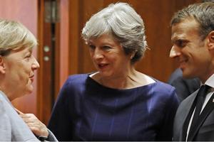 Châu Âu: Anh rối, Pháp loạn, Đức mông lung
