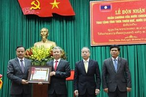 Thừa Thiên – Huế đón nhận huân chương Lao động hạng nhất do nước CHDCND Lào trao tặng