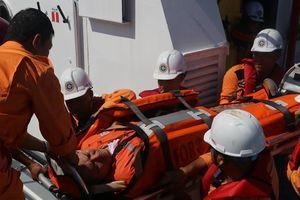 Dập nát 8 ngón tay, thuyền viên Philippines được cứu nạn kịp thời