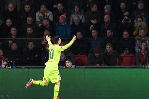 Messi vượt qua kỉ lục của Ronaldo ở Champions League
