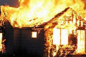 Bốn mẹ con thương vong trong căn nhà bốc cháy giữa đêm