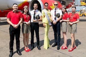 H'Hen Niê gây náo loạn sân bay trước giờ đi Thái thi Miss Universe