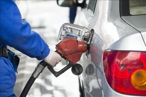 Giá dầu thế giới giảm xuống dưới 50 USD/thùng