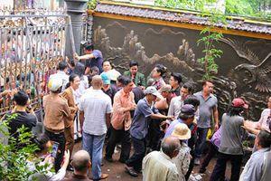 Thực hư trăm người vây kín 'tổ rồng' 100 tỷ của Ngọc Sơn giữa ngày bão