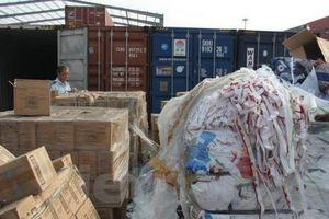 Xử lý 7 container nhựa phế liệu không có người nhận
