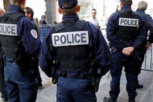 Pháp: Người phụ nữ lao vào ngân hàng đe dọa kích nổ bom