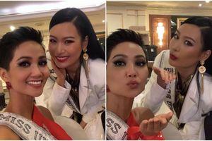 H'Hen Niê tự tin 'đọ sắc' cùng Miss Universe Thailand 2018 tại 'xứ sở chùa Vàng'